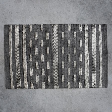 Hand Crafted Grey Rug - 120 x 170 cm