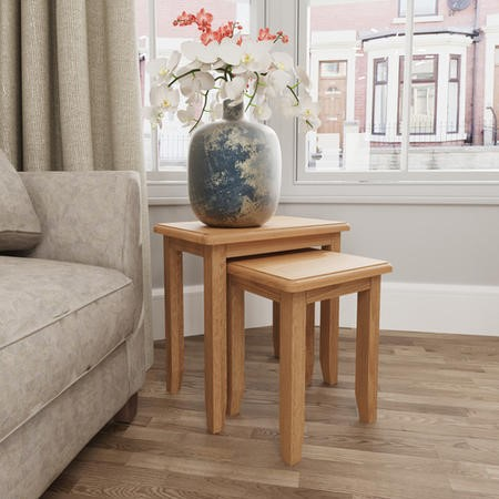 Set of 2 Side Tables in Solid Oak - Square